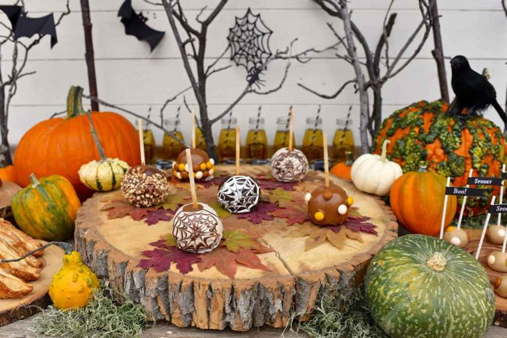 Haunted forest Halloween party table decorations