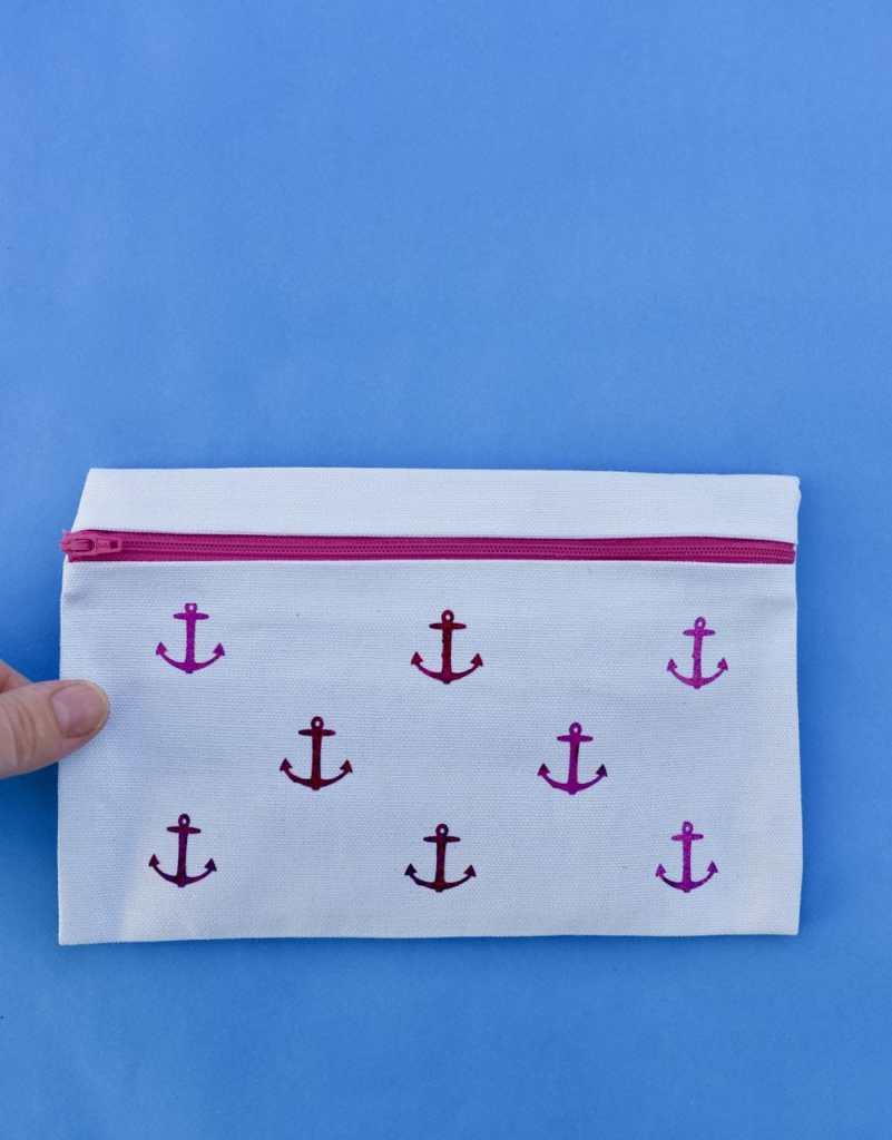 DIY no sew pencil case. So easy to make with fabric glue!