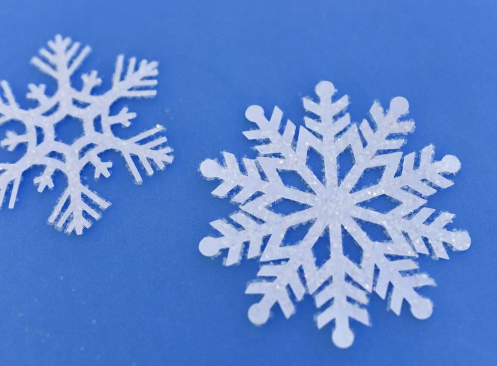 Snowflake hanging decorations with glitter