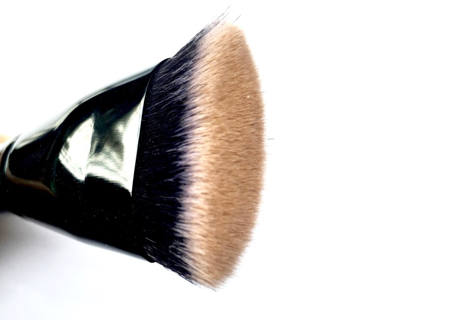 Freedom Pro Cream Strobe Palette with Brush Review Swatches brush head