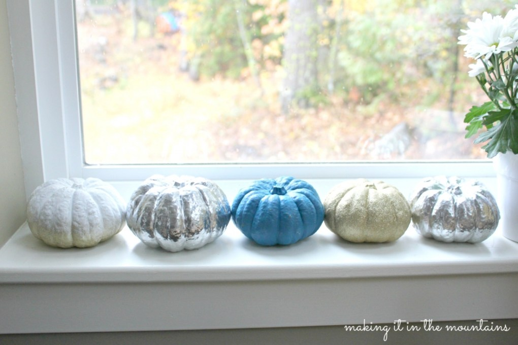 Painted Pumpkins : making it in the mountains ‪#‎falldecor‬ ‪#‎pumpkins‬ ‪#‎fall‬