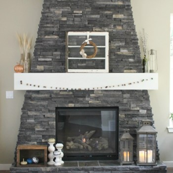 Cozy Fall Fireplace :: making it in the mountains #falldecor #fallfireplace #fallmantel