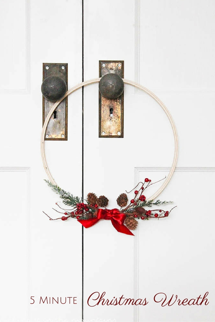 There's never enough hours in the day this time of year! Luckily this sweet little Christmas wreath was so easy to make that it took less than five minutes to whip up!