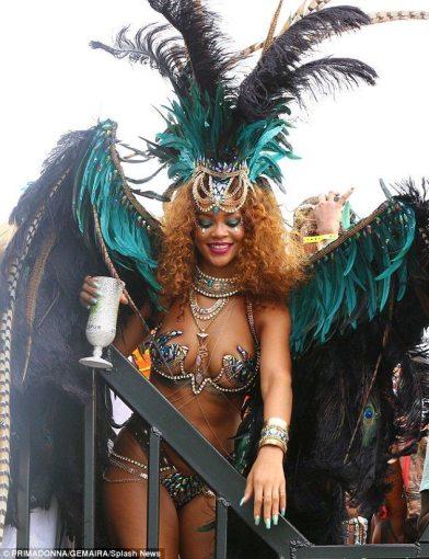 rihanna-barbados-carnival-2015-1