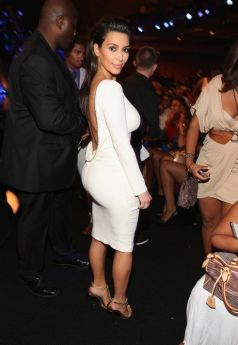 Kim-Kardashian-Kanye-West-BET-Awards-070112-13-491x713