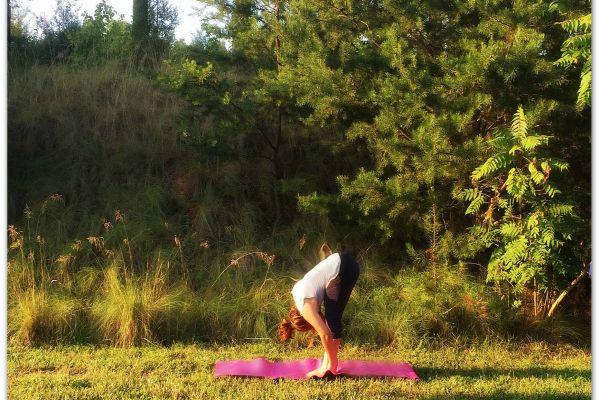 http://www.mamaholistica.com/holistic-thursday-postura-de-yoga-la-montana/