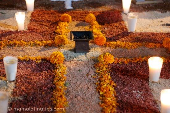 Mini Altar de Muertos con Marco de Flores