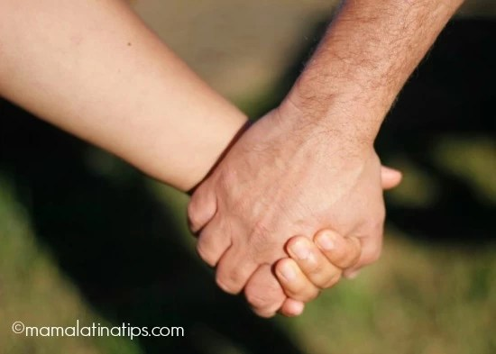 Holding hands - mamalatinatips