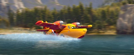Planes: Fire & Rescue - Dipper in water