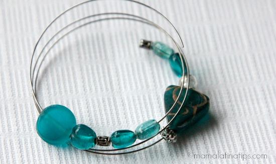 Adding beads to memory bracelet - mamalatinatips.com
