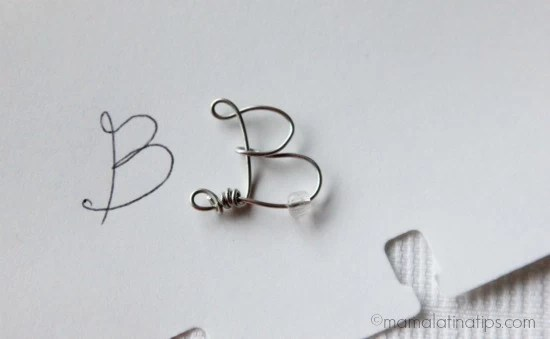 Letter B made with jewelry wire by mamalatinatips.com