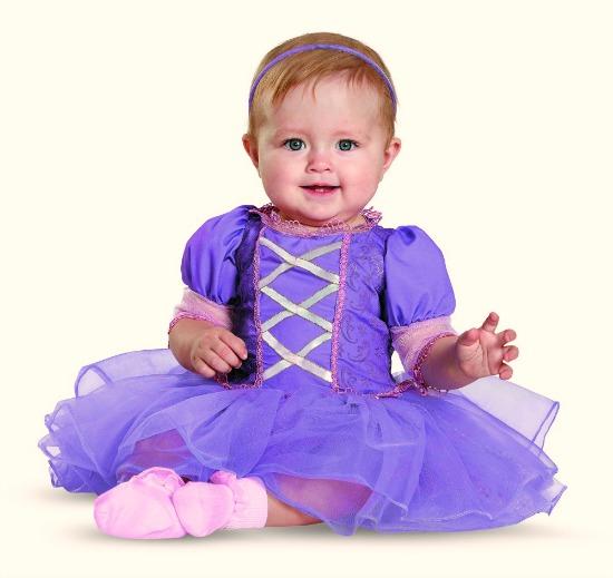 Halloween costume Rapunzel - mamalatinatips.com