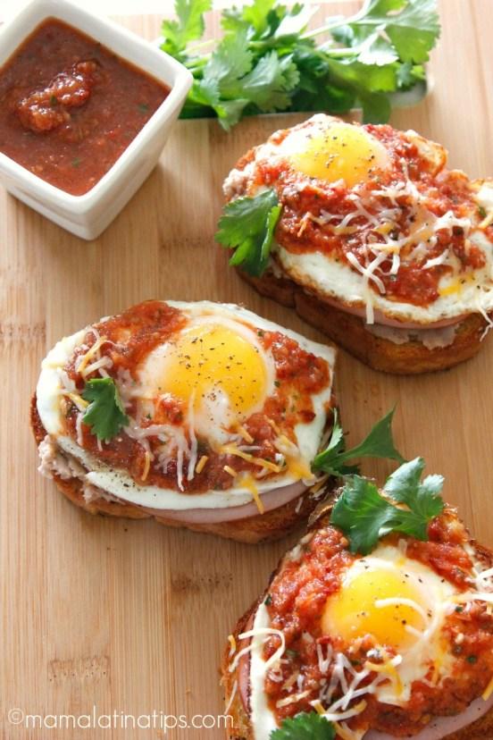 Huevos Rancheros Toast - mamalatinatips.com