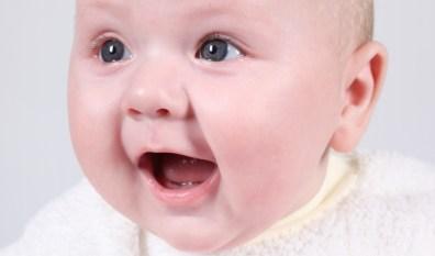 Conseils de mamans : comment occuper bébé au restaurant