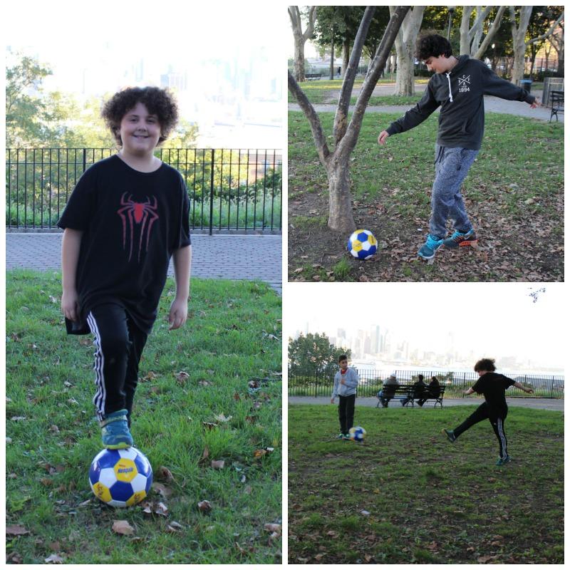 Gaspi y Gabi jugando a la pelota