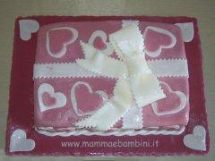 Torta pacco regalo con fiocco