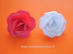 La rosa realizzata con carta