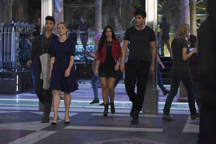 "SHADOWHUNTERS - ""The Guilty Blood"" - Freeform's hit original series ""Shadowhunters"" returns on Monday, January 2 at 8pm ET/PT. (Freeform/John Medland) HARRY SHUM JR., STEPHANIE BENNETT, EMERAUDE TOUBIA, MATTHEW DADDARIO"