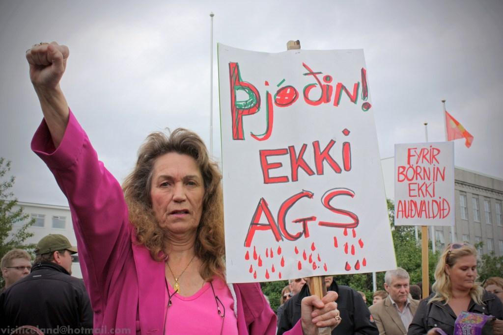Fra en demonstrasjon mot bankene på Island i 2010. Foto: Helgi Halldórsson/Flickr/common