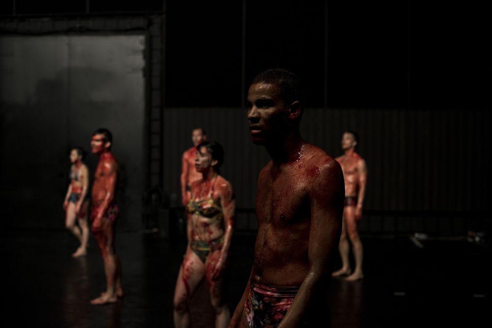 We Are Here Together. Ingrid Wergeland skriver om selve samfunnet for dansekompaniet Carte Blanche og deres nye forestilling. Foto Helge Hansen / Carte Blanche