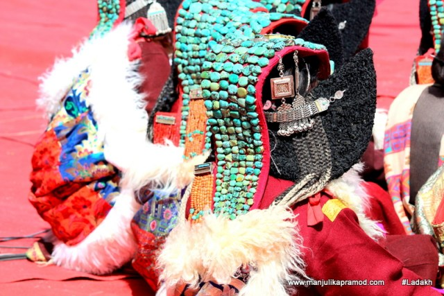 beautiful-headress-ladakh-woman