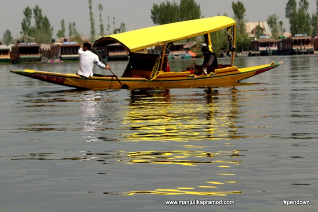 The picture of a shikara in Dal lake