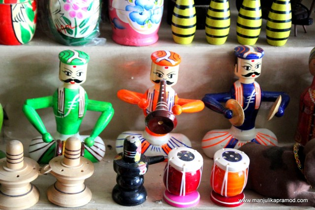 Local artisans, Wooden toys, Artists