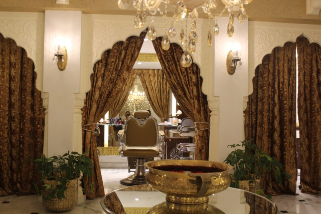 Tarun Kapoor's salon