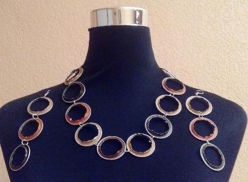 Collar y pendientes de aros de colores con cápsulas Nespresso