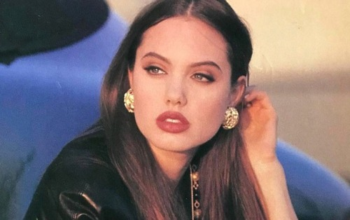 13.-17-year-old-Angelina-Jolie-1992