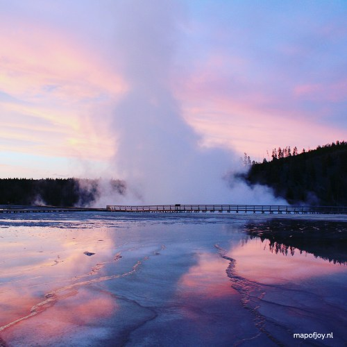 Grand Pricmatic Spring, Yellowstone, USA - travel report on Map of Joy