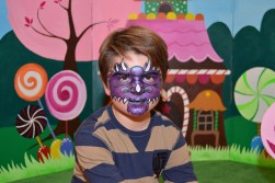 Maquillaje infantil dragón lila