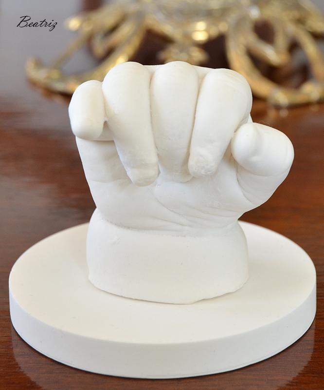 Molde mano de escayola de bebé