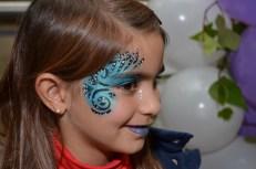 Maquillaje de fantasía azul, negro y blanco