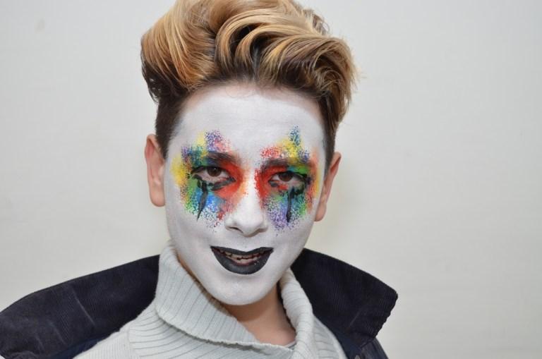 Maquillaje de fantasía blaco y de colores