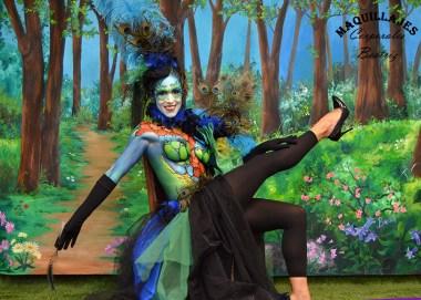 Elegante maquillaje de fantasía con gran colorido