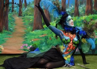 Maquillaje de fantasía de hada en un fondo de bosque