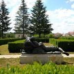 Grup central statuar, amplasat în parcul Mausoleului Marasti, realizat de sculptorul Aurel Bordenache