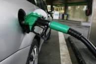 पेट्रोलचे भाव कमी होण्याची शक्यता आहे. येत्या कहिदिव्संमाधे पेट्रोलचे दर १ ते २ रुपयांनी कमी होतील . आंतरराष्ट्रीय बाजारात रुपयाचा भाव डॉलरच्या तुलनेत वधारल्यानं, तेल कंपन्यांचा तोटा कमी झालाय. त्यामुळं...