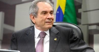 Comissão de Assuntos Econômicos (CAE) reuinão cancelada.  Á mesa, senador Raimundo Lira (PMDB-PB).  Foto:Marcos Oliveira/Agência Senado