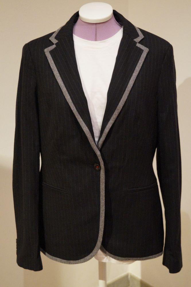 ESPRIT, Blazer schwarz-grau (Nadelstreif),graue Ellbogenfleck, Gr. 42, Preis: € 29.-