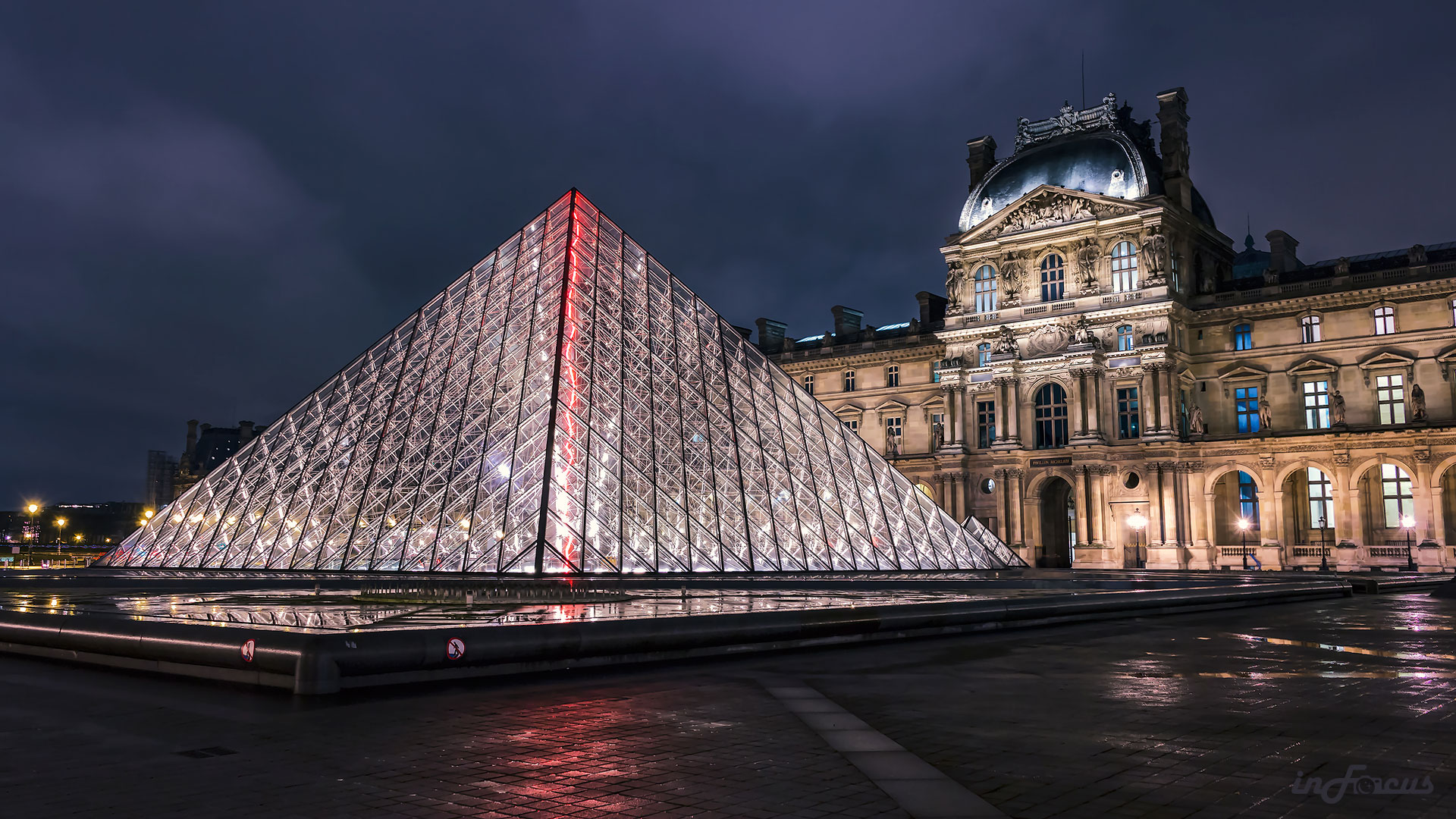 Paris-Louvre-with-pyramid