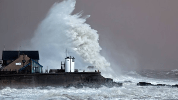 Imogen Steams Across Southern Ireland & UK With 70-90 mph Wind, Waves Up To 62ft Offshore