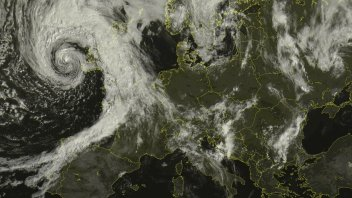 SEVERE GALES FOR ENGLISH & WELSH COAST SATURDAY, ANOTHER WARM SURGE NEXT WEEK?