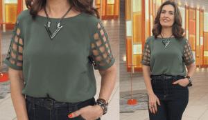 Esta blusinha da Fátima Bernardes não é difícil de fazer, mas exige que se alinhave e costure os cruzamentos com cuidado para não ficar torto. Segue esquema de modelagem do 36 ao 56.