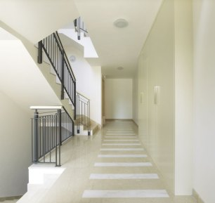 pavimenti in Botticino con fasce in Kristalpink
