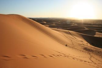 Puesta del Sol en el desierto