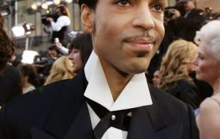 Prince arrives for the 77th Academy Awards in Los Angeles in 2005. (Photo: KEVORK DJANSEZIAN, AP)