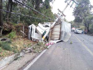 Camion volcado Huitzilac