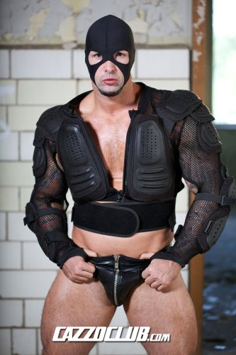 muscle-masked-bodybuilder-leather-fetish